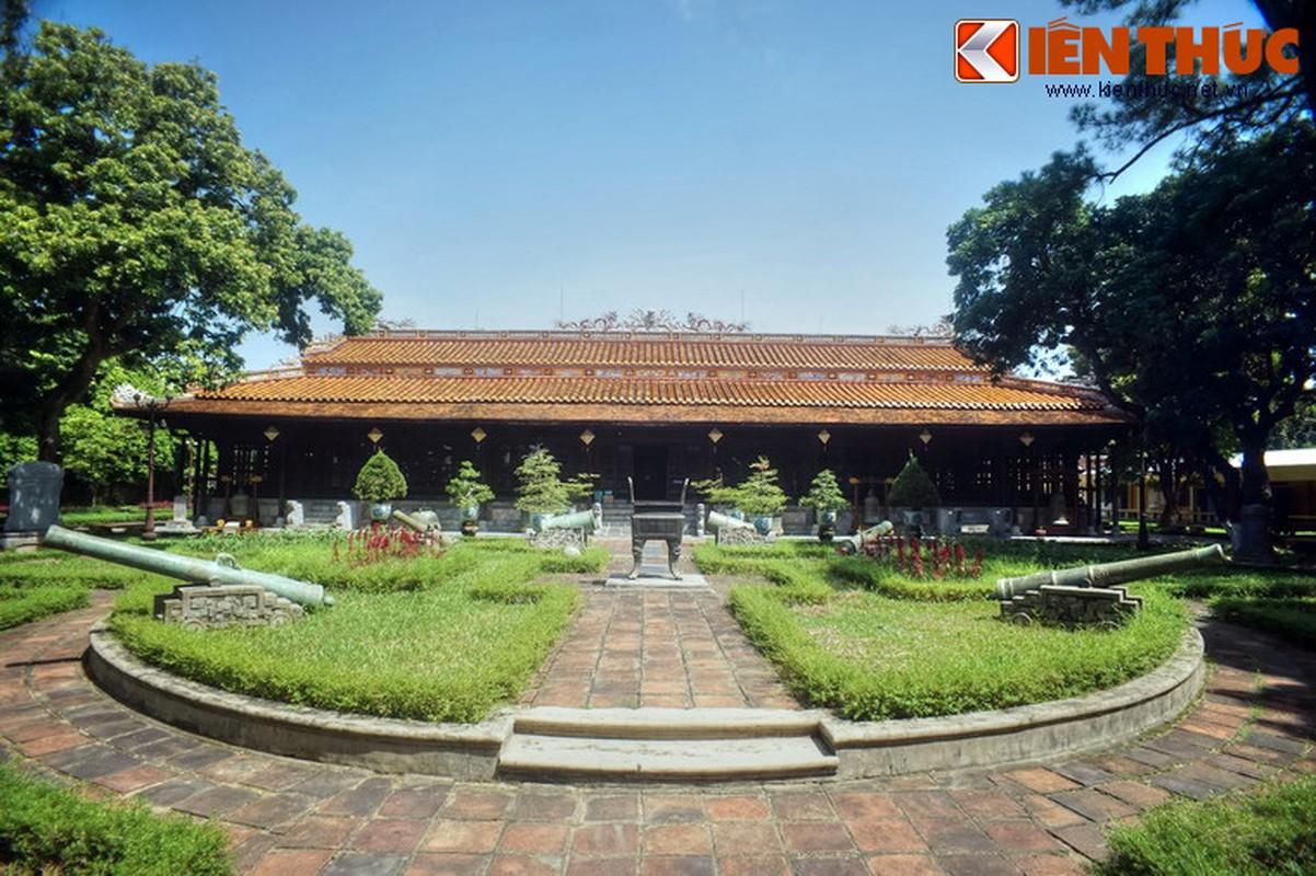 Dang cap de vuong cua bao tang co xua nhat xu Hue (Phan 1)