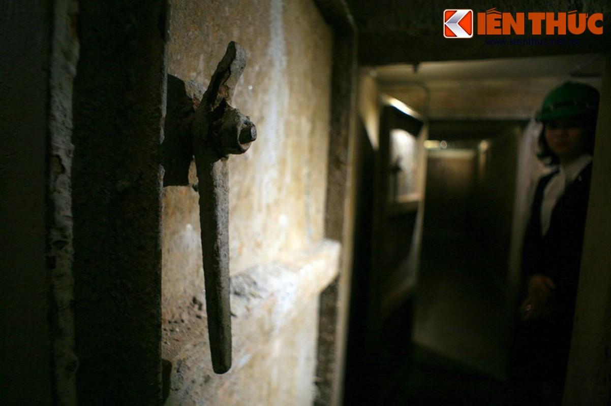 Soi can ham tru bom bi an trong khach san Metropole Ha Noi-Hinh-4