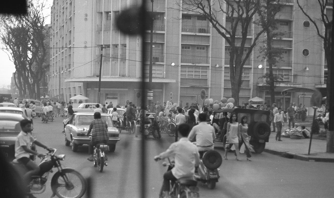 Muon mau cuoc song Sai Gon 1970 qua ong kinh Carl Nielsen-Hinh-3