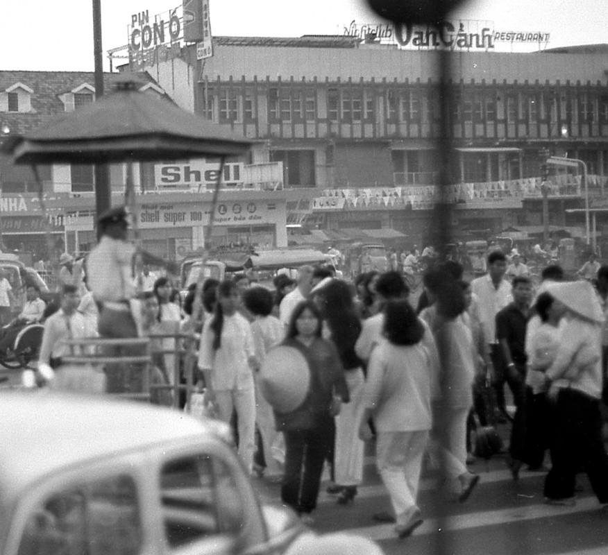 Muon mau cuoc song Sai Gon 1970 qua ong kinh Carl Nielsen-Hinh-8