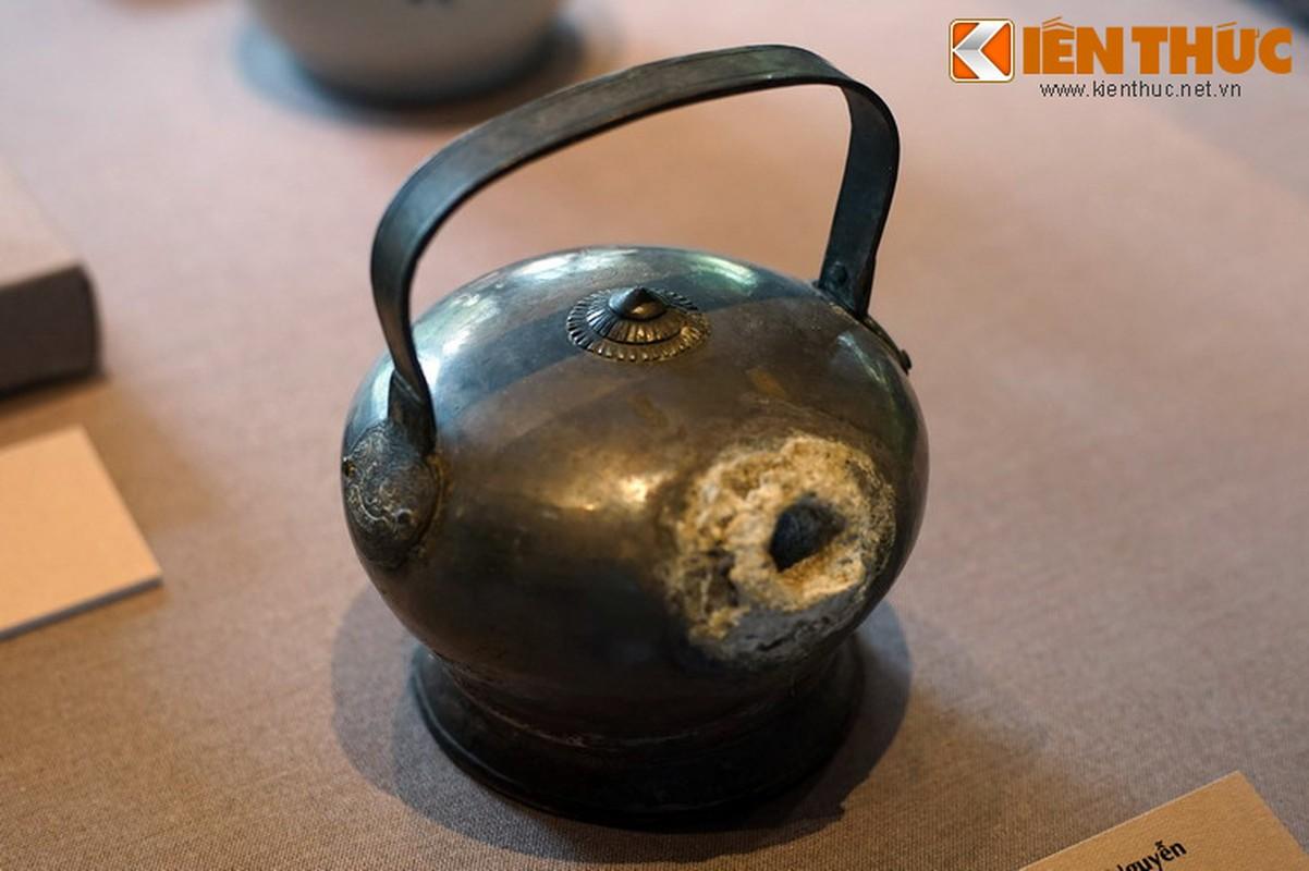 Loa mat truoc bo suu tap co vat bang bac cua vua nha Nguyen-Hinh-12