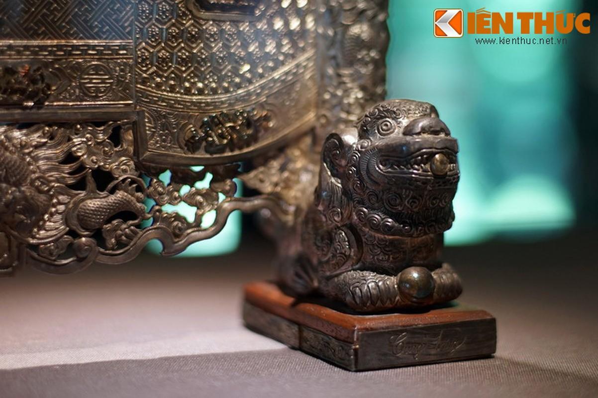 Loa mat truoc bo suu tap co vat bang bac cua vua nha Nguyen-Hinh-2