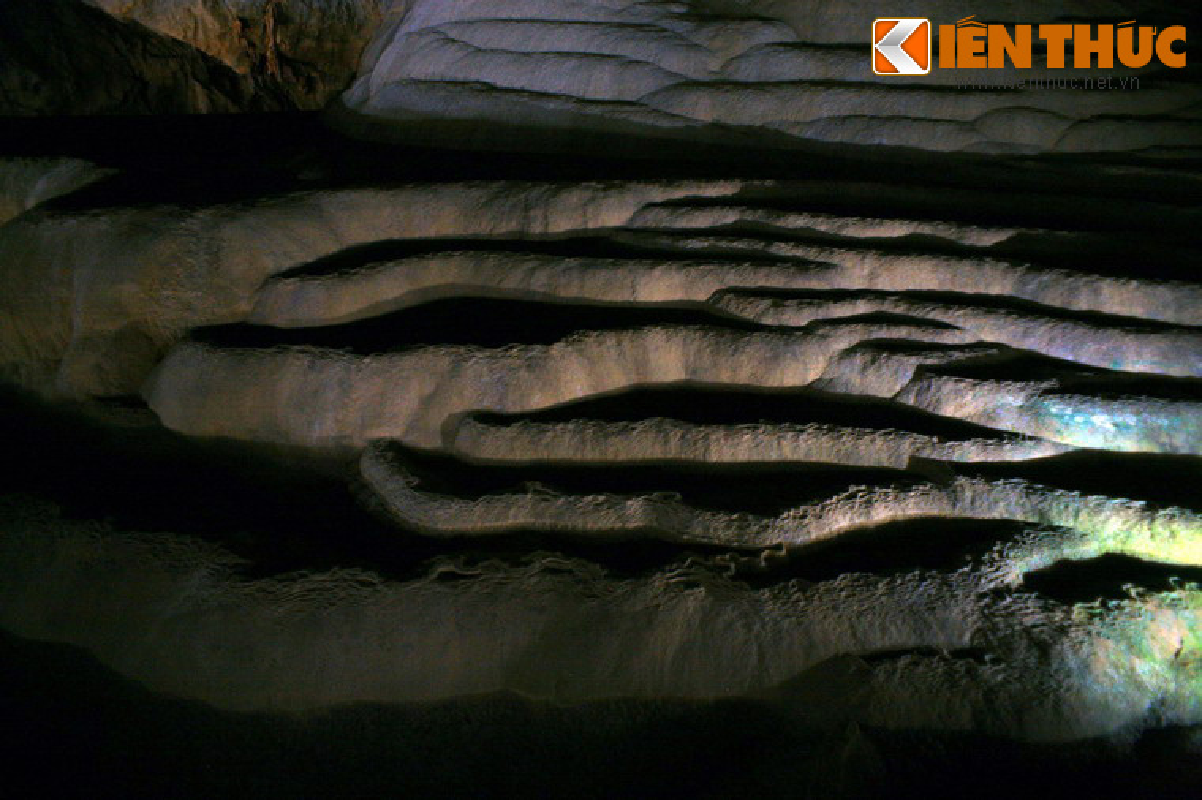 Choang ngop ruong bac thang trong long dat VN-Hinh-4