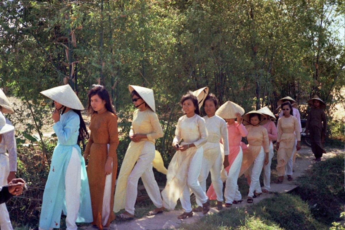 Loat hinh cuc doc ve dam cuoi o Quang Tri nam 1969-Hinh-3