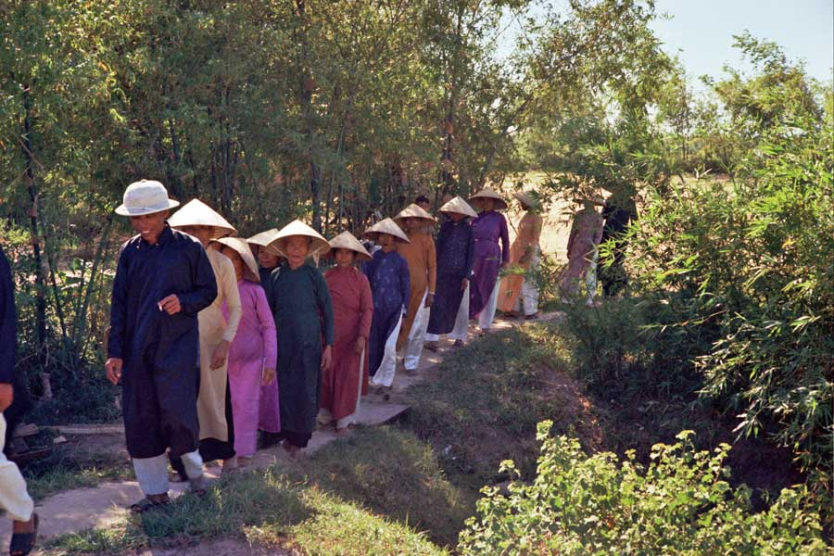 Loat hinh cuc doc ve dam cuoi o Quang Tri nam 1969-Hinh-5