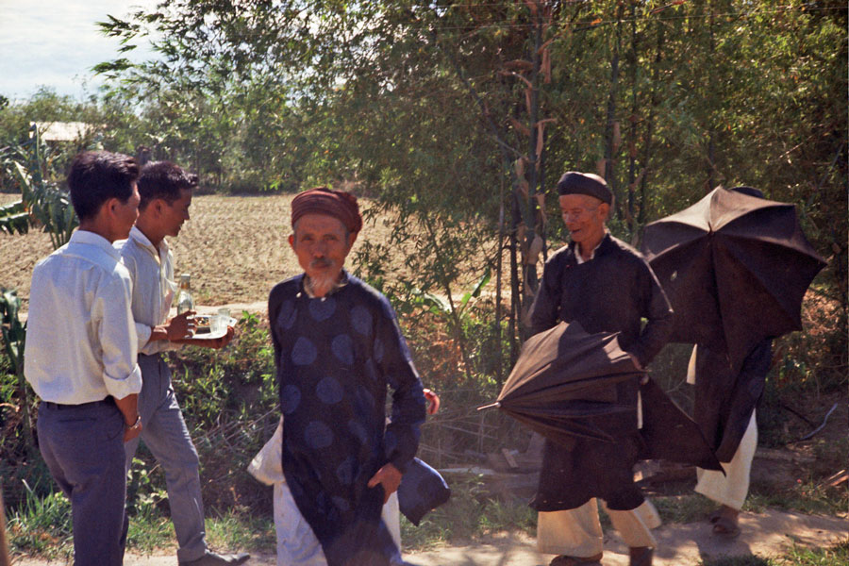 Loat hinh cuc doc ve dam cuoi o Quang Tri nam 1969