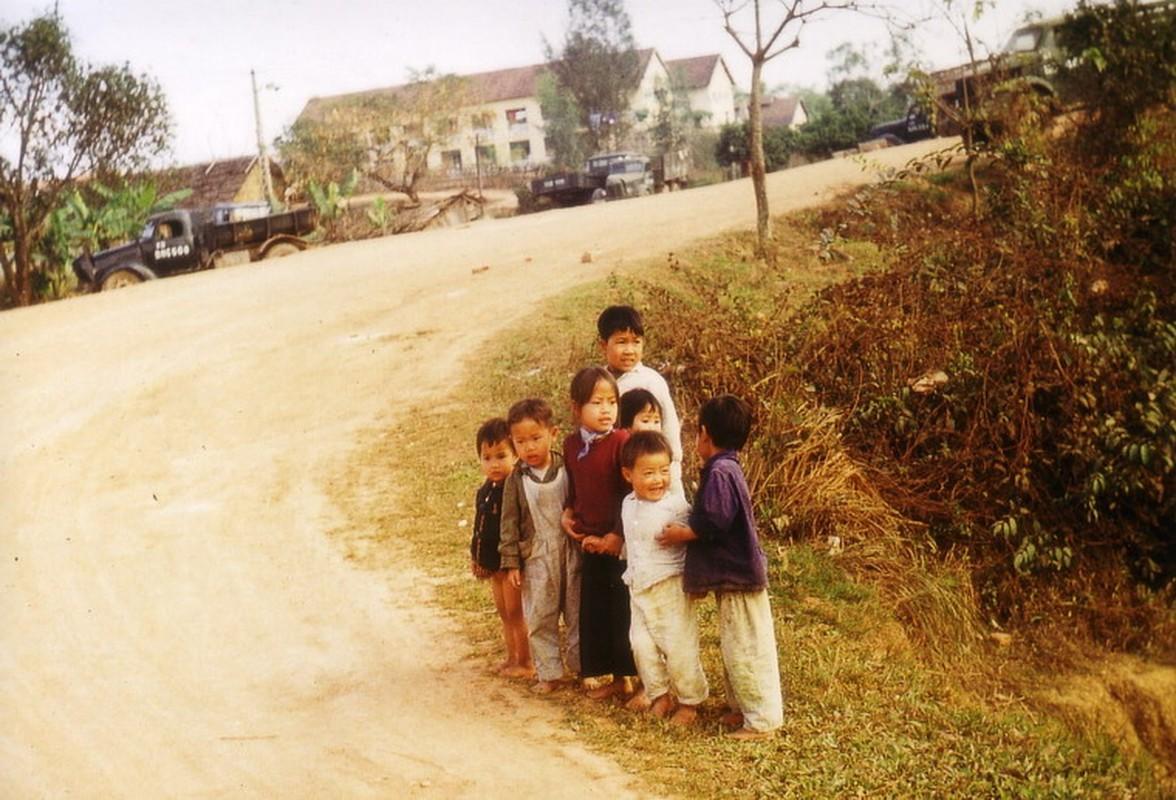 Nong thon Thai Nguyen nam 1973 - 1974 qua ong kinh pho nhay Duc-Hinh-8