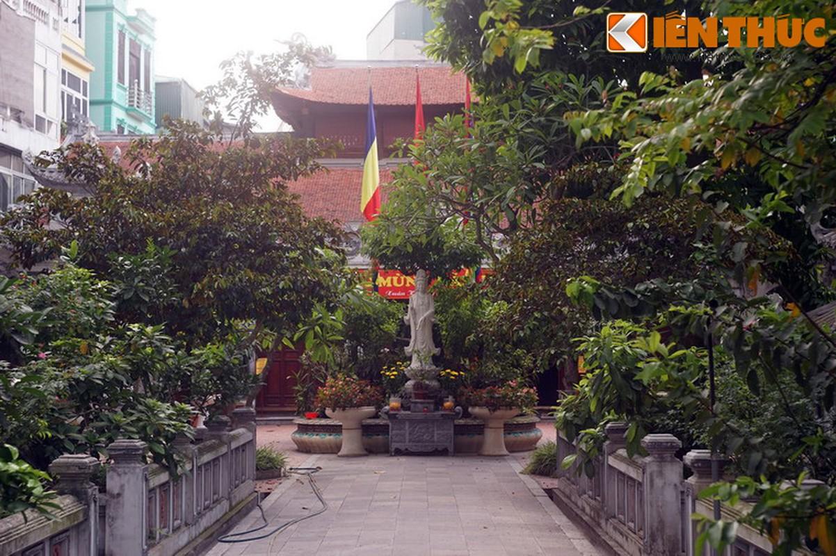 Kham pha ngoi chua huyen bi linh thieng nhat pho co HN ngay Tet-Hinh-7