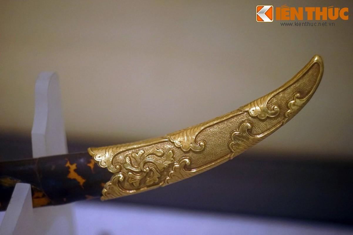 Loa mat truoc bao kiem tuyet dep cua vua Khai Dinh-Hinh-14
