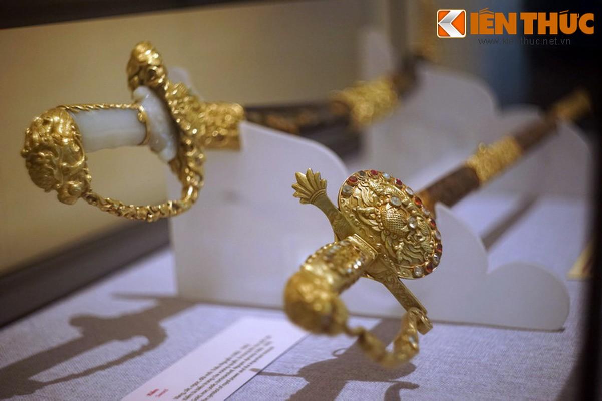 Loa mat truoc bao kiem tuyet dep cua vua Khai Dinh-Hinh-15