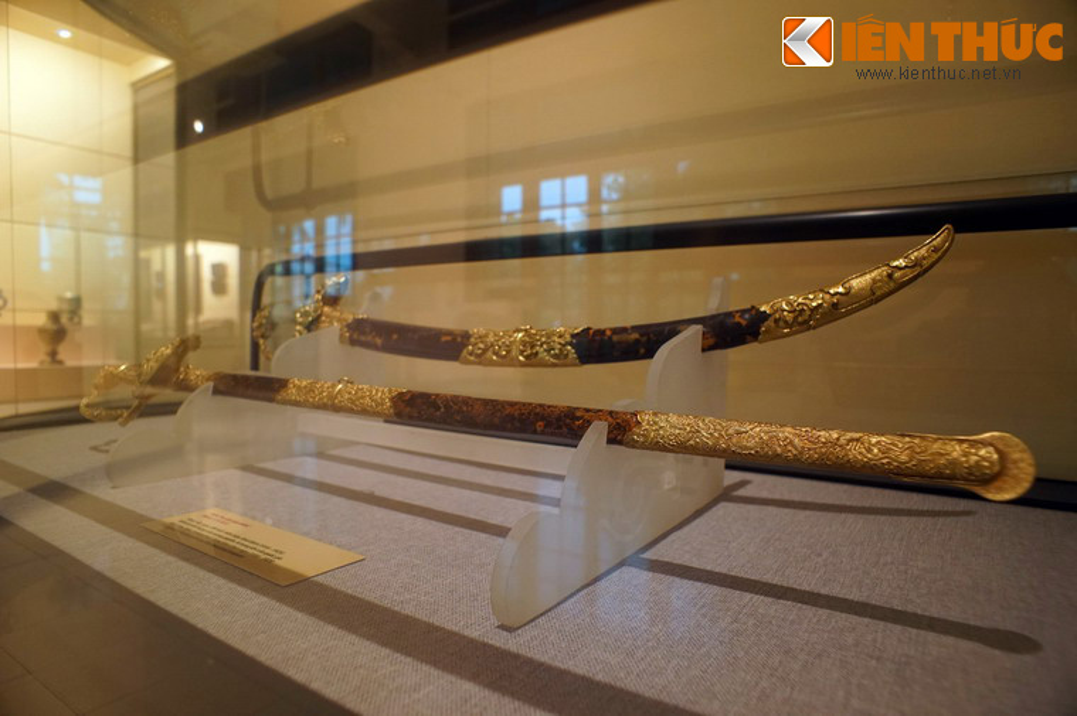Loa mat truoc bao kiem tuyet dep cua vua Khai Dinh-Hinh-2