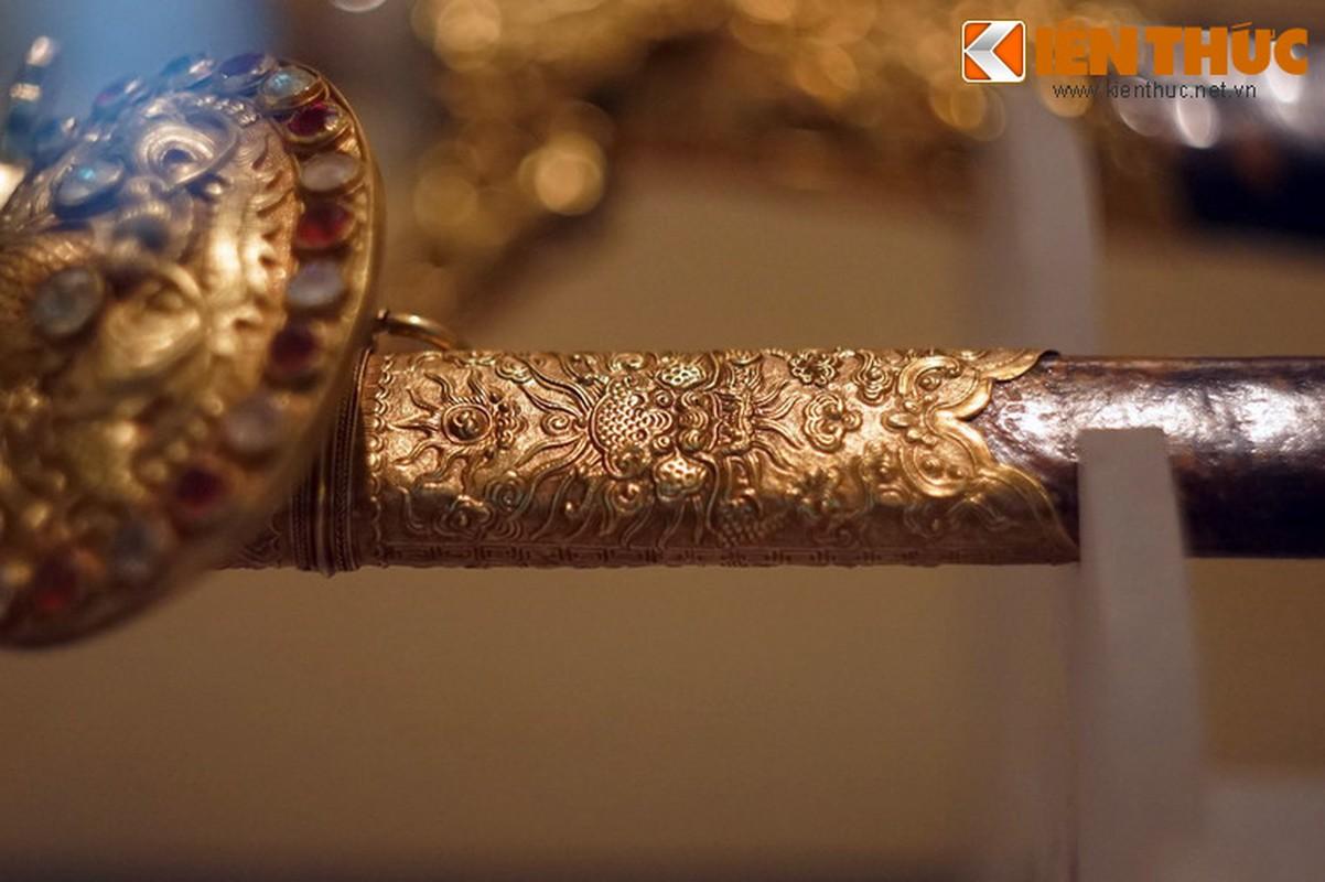 Loa mat truoc bao kiem tuyet dep cua vua Khai Dinh-Hinh-7
