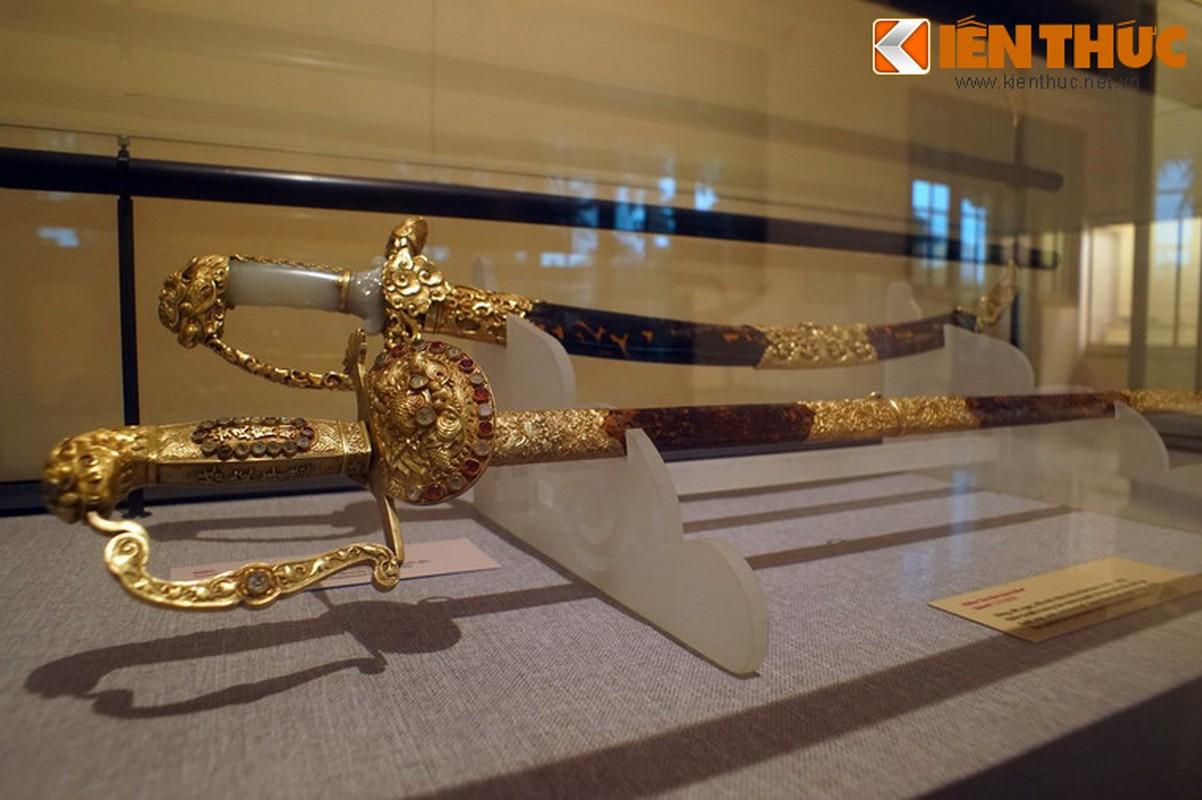 Loa mat truoc bao kiem tuyet dep cua vua Khai Dinh
