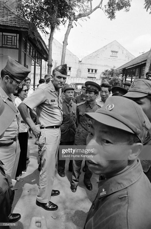 Hinh doc: Tu binh My cuoi cung roi khoi Hoa Lo 1973