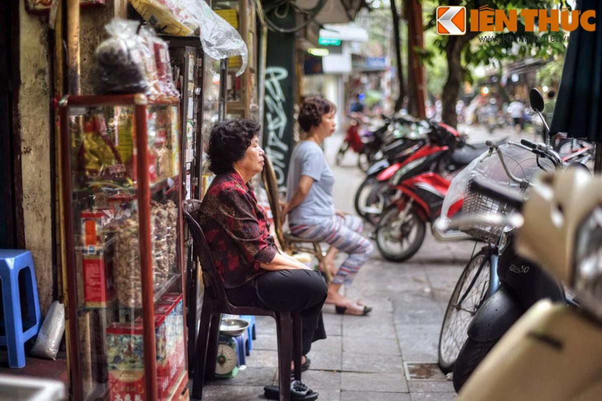 """Ngat ngay giua con pho co mui """"nong nan"""" nhat Ha Noi-Hinh-6"""
