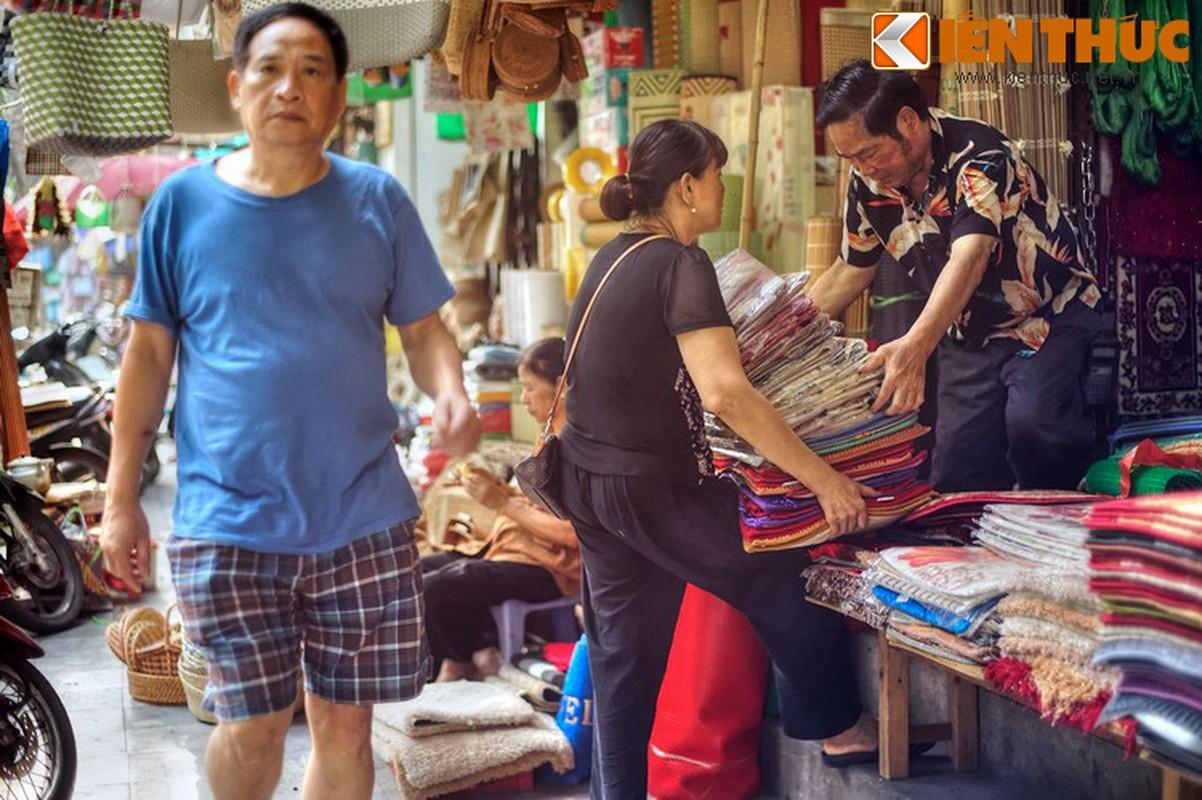 Pho nao o Ha Noi xua chuyen ban sung ong dan duoc?-Hinh-25