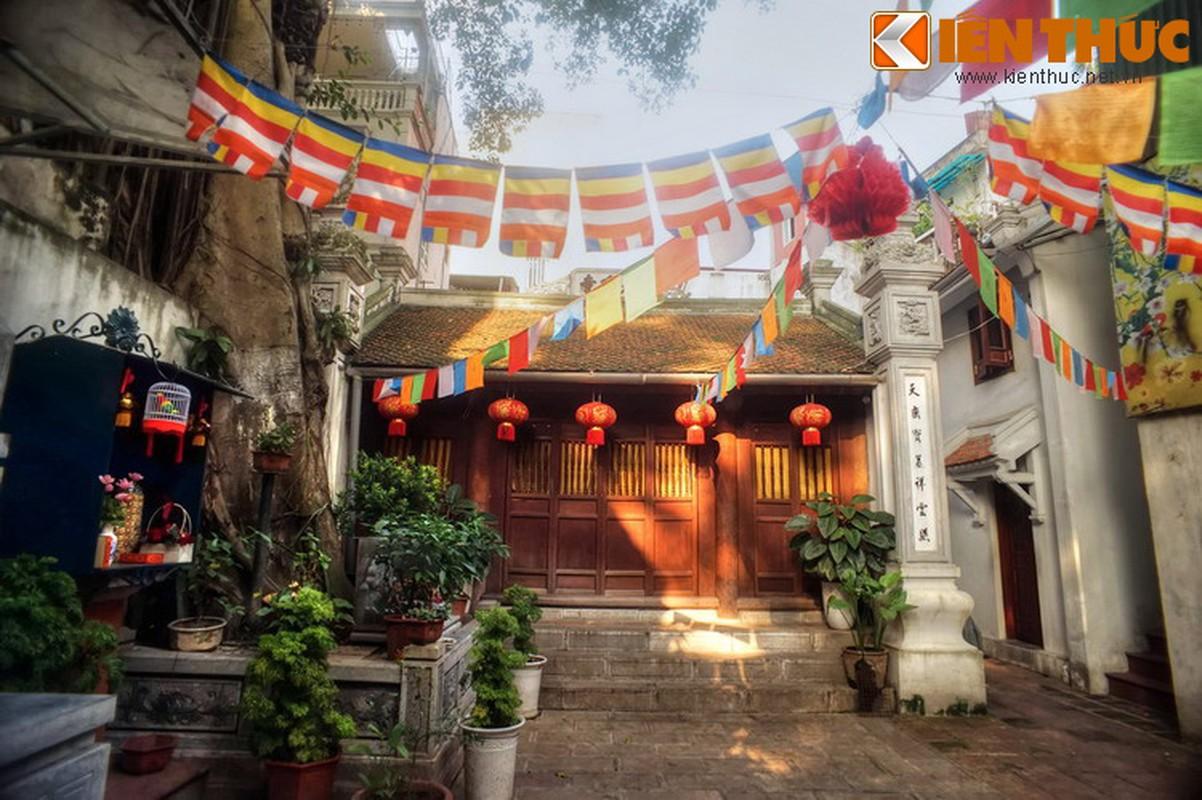 Kham pha ngoi chua huyen bi linh thieng nhat pho co HN ngay Tet-Hinh-11