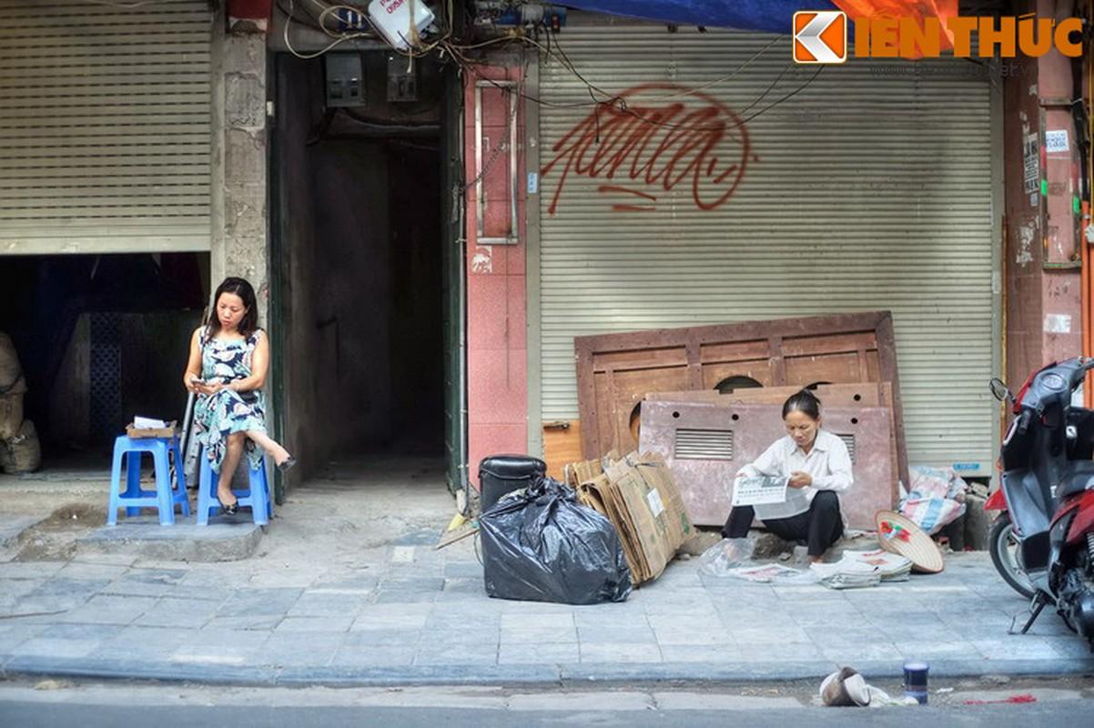 Su that bat ngo ve mat hang ban tren pho Hang Be xua-Hinh-13