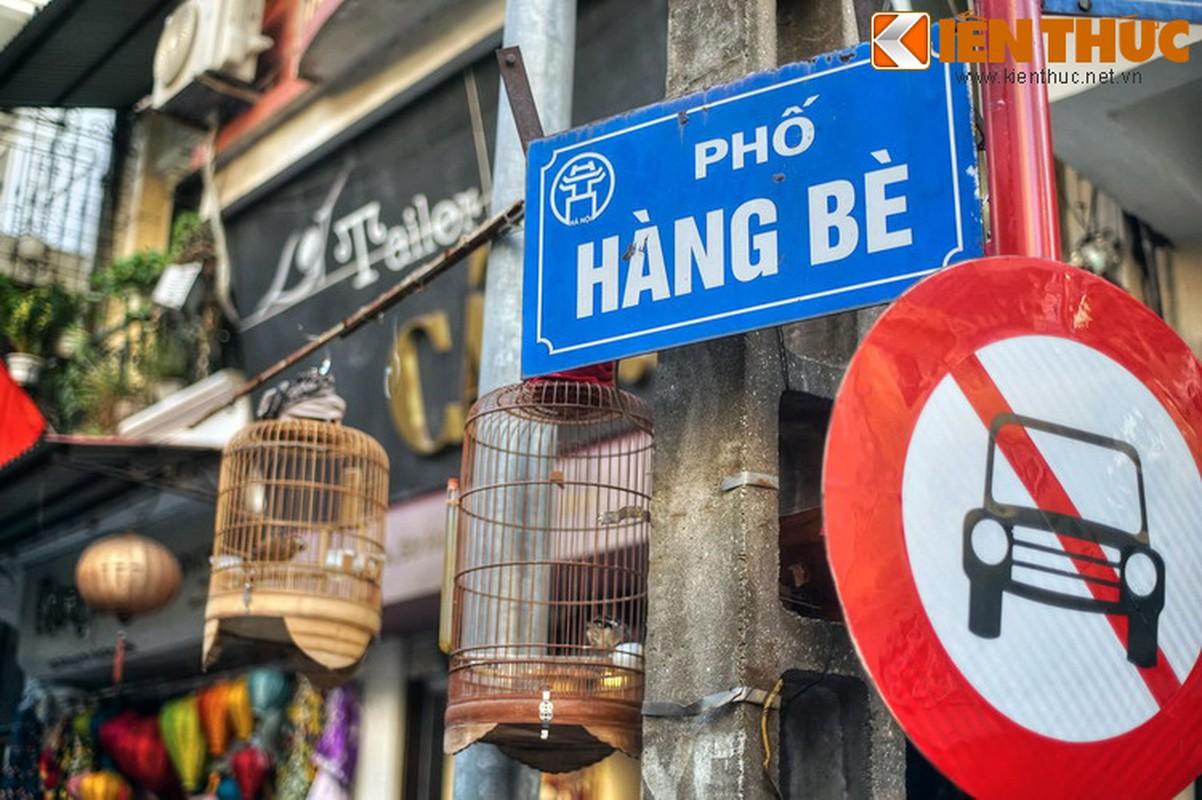 Su that bat ngo ve mat hang ban tren pho Hang Be xua-Hinh-2