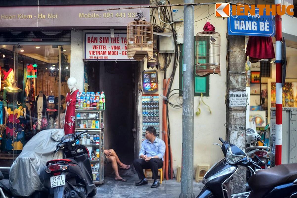Su that bat ngo ve mat hang ban tren pho Hang Be xua-Hinh-6