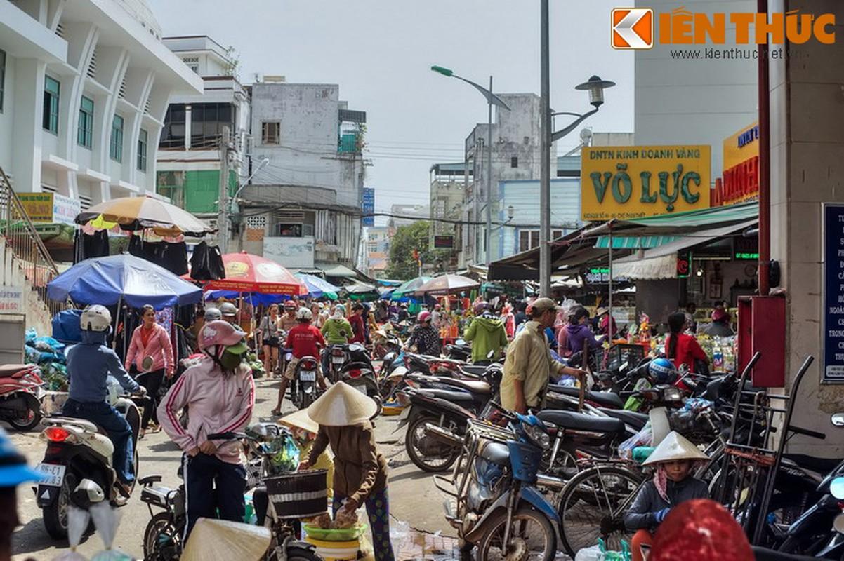 """""""Lac loi"""" trong khu cho hon 300 tuoi cua Binh Thuan"""