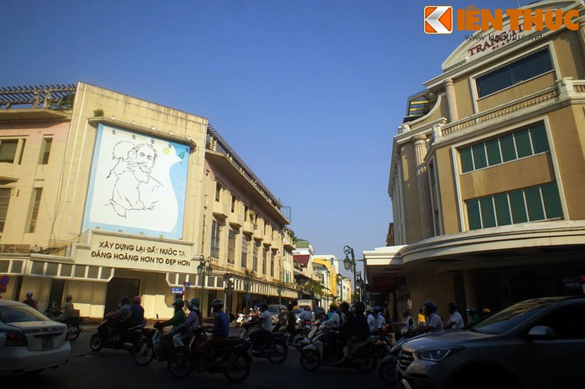 Bi mat sau buc tranh Bac Ho o goc pho dep nhat Ha Noi-Hinh-11