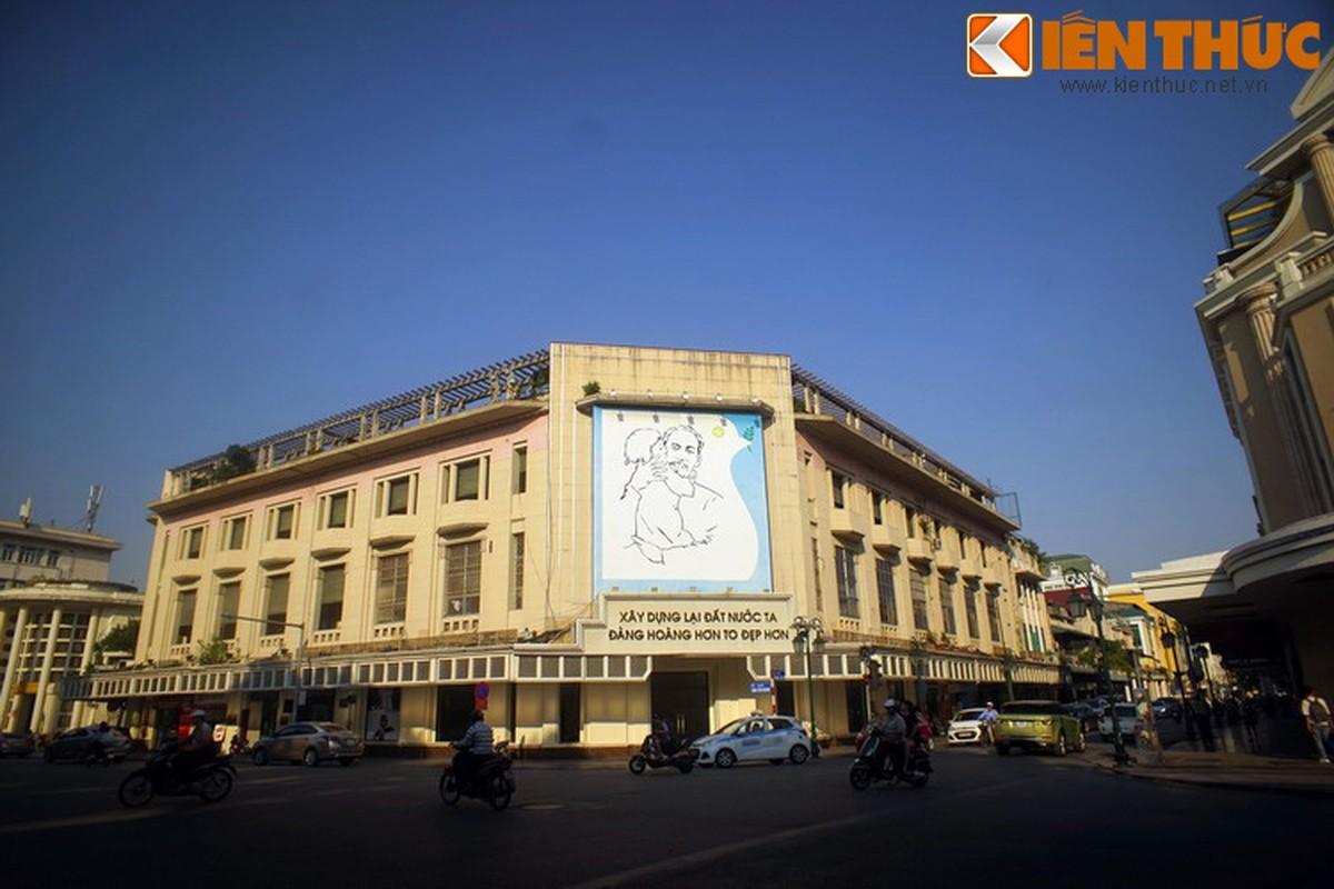 Bi mat sau buc tranh Bac Ho o goc pho dep nhat Ha Noi-Hinh-12