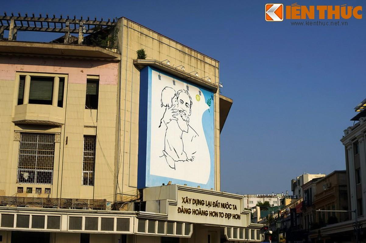Bi mat sau buc tranh Bac Ho o goc pho dep nhat Ha Noi-Hinh-5