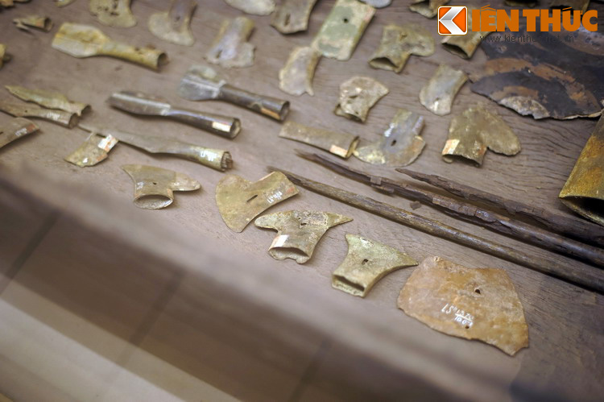 Kinh ngac kho vu khi trong mo co 2.500 tuoi cua nguoi Viet-Hinh-12