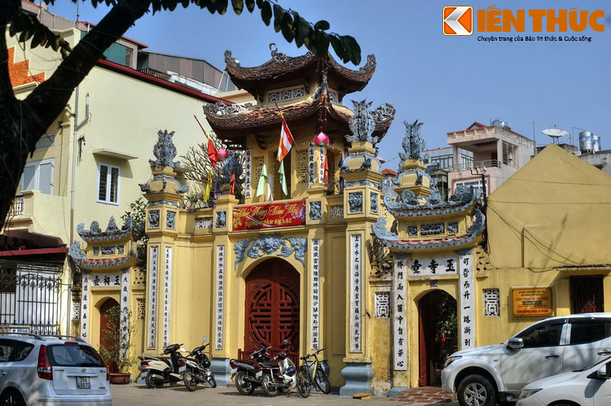 Kham pha ngoi chua noi vua Le Thanh Tong xuong hoa cung tien nu