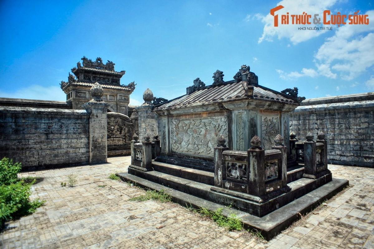 Choang ngop ve trang le cua lang mo vo ca vua Dong Khanh-Hinh-2