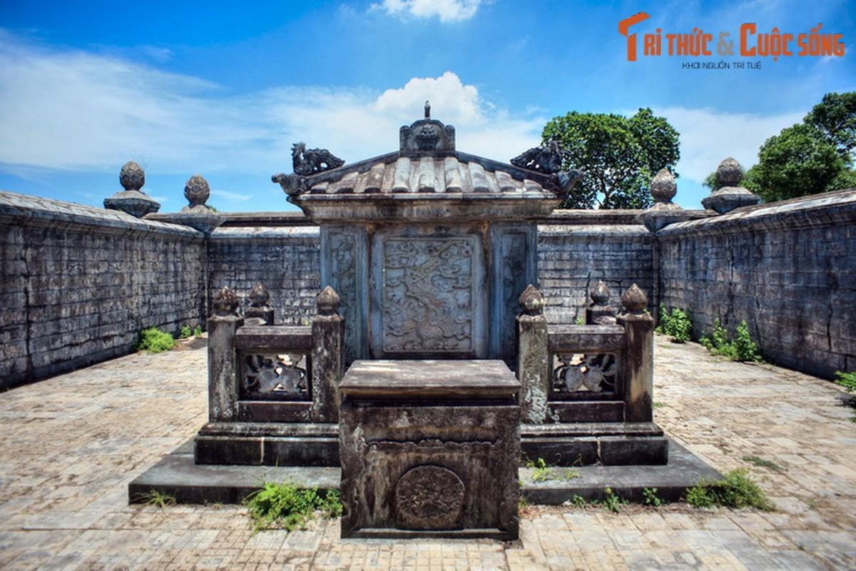 Choang ngop ve trang le cua lang mo vo ca vua Dong Khanh-Hinh-8