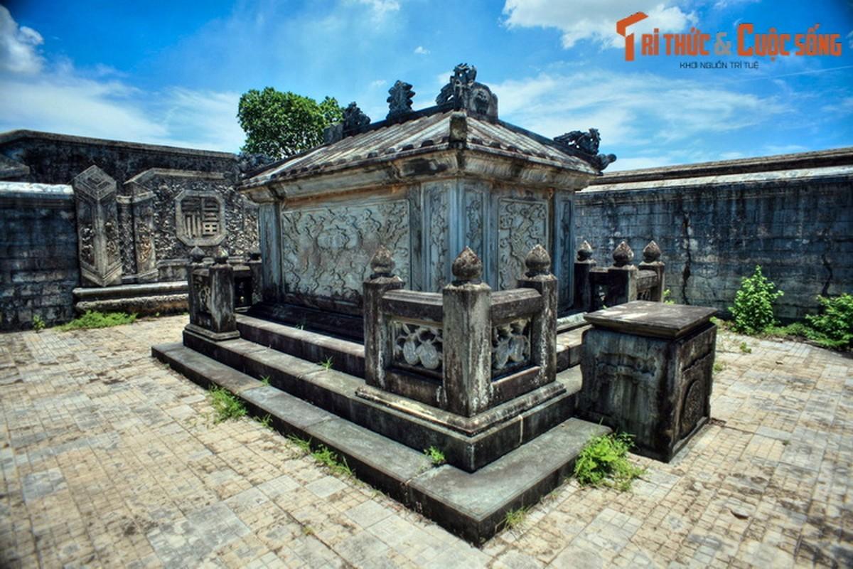 Choang ngop ve trang le cua lang mo vo ca vua Dong Khanh-Hinh-9