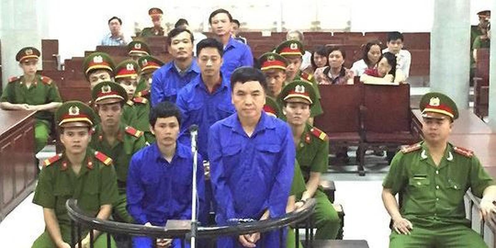 """Nhung vu quan chuc voi tien """"chung chi"""" bi bat qua tang, nhan ket dang-Hinh-19"""