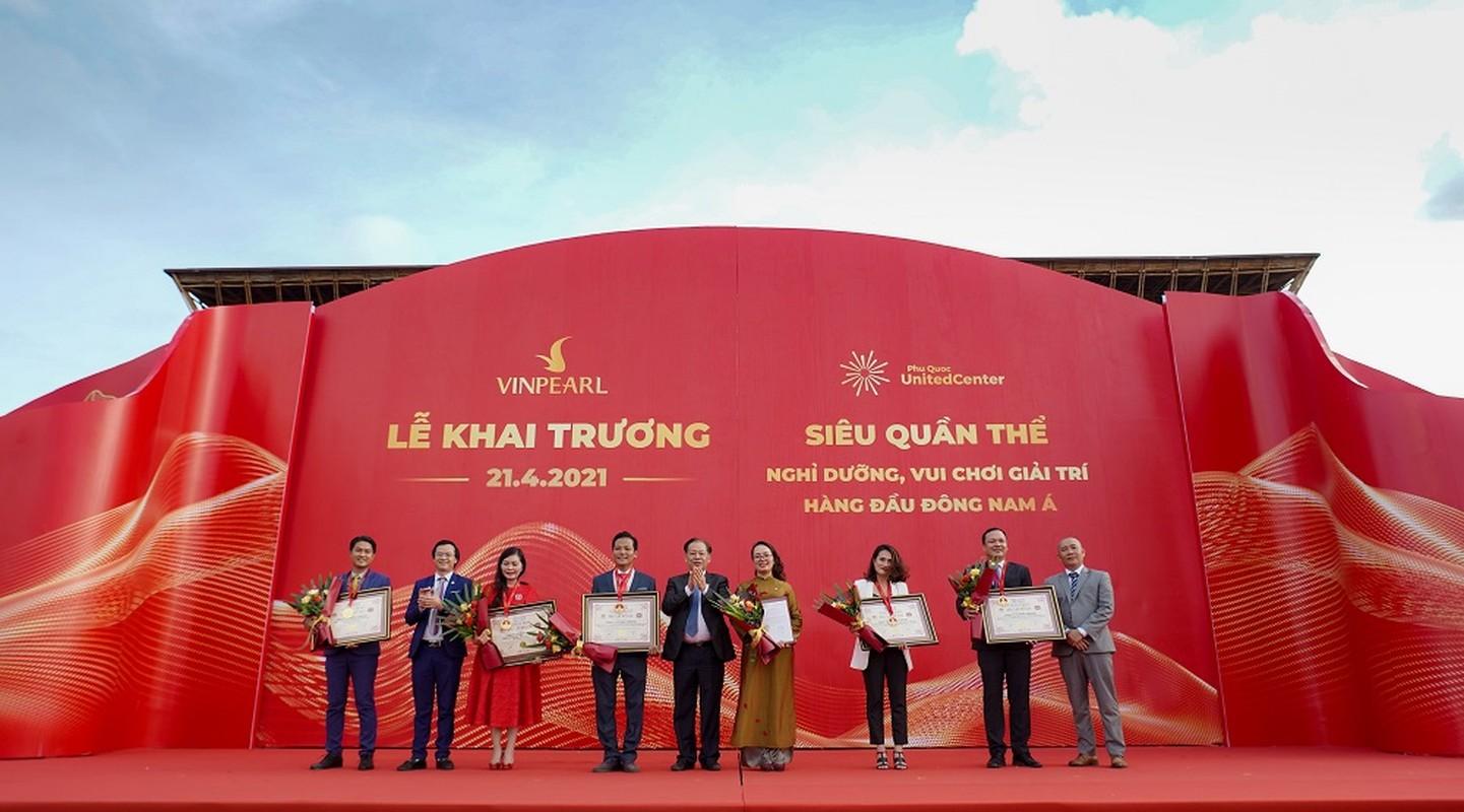 Khai truong sieu quan the nghi duong - vui choi Phu Quoc United Center-Hinh-2