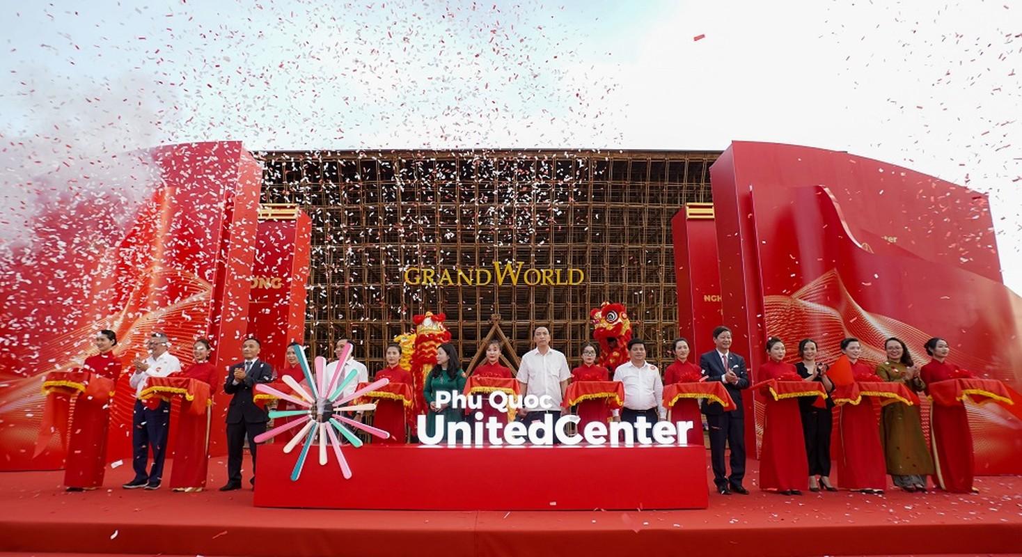 Khai truong sieu quan the nghi duong - vui choi Phu Quoc United Center