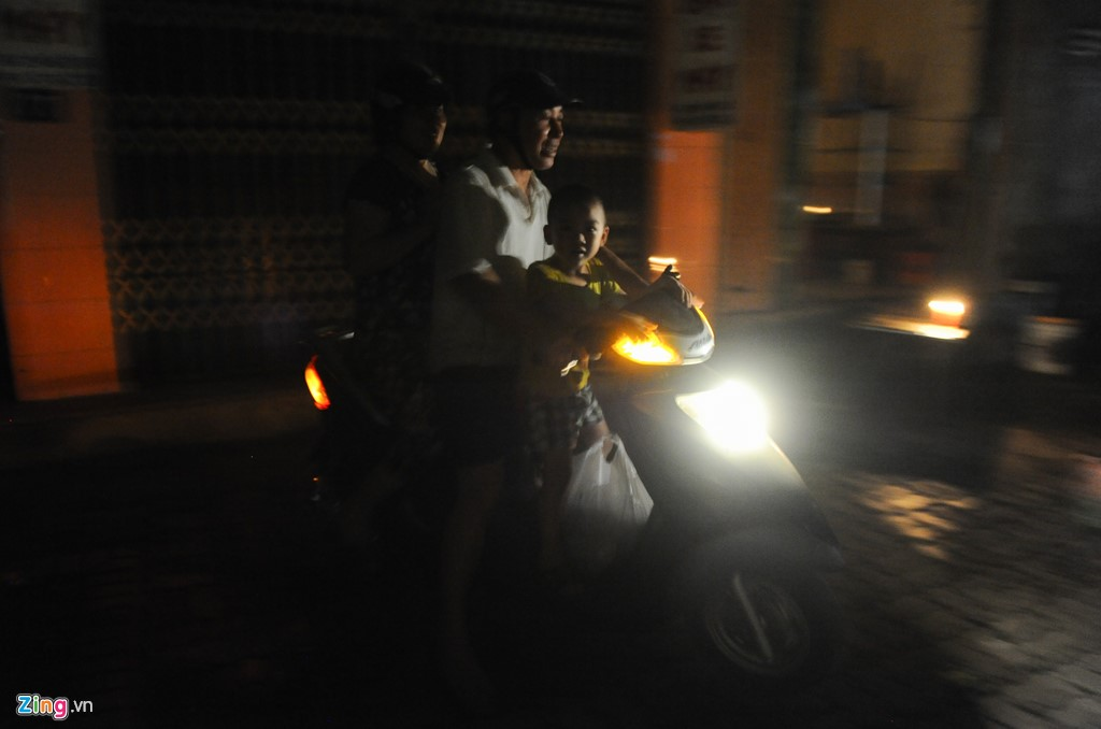 Cuoc song trong bong toi o Nam Dinh sau bao-Hinh-14