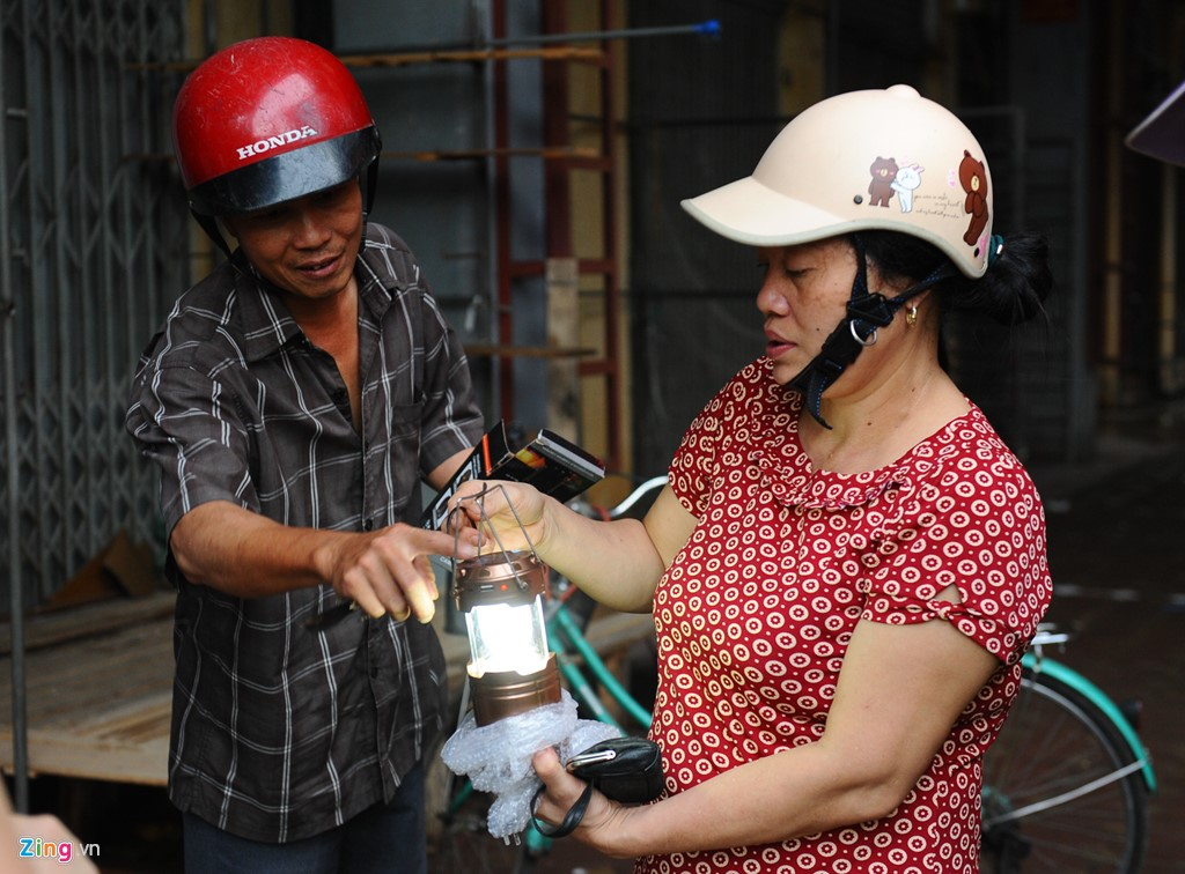 Cuoc song trong bong toi o Nam Dinh sau bao-Hinh-3