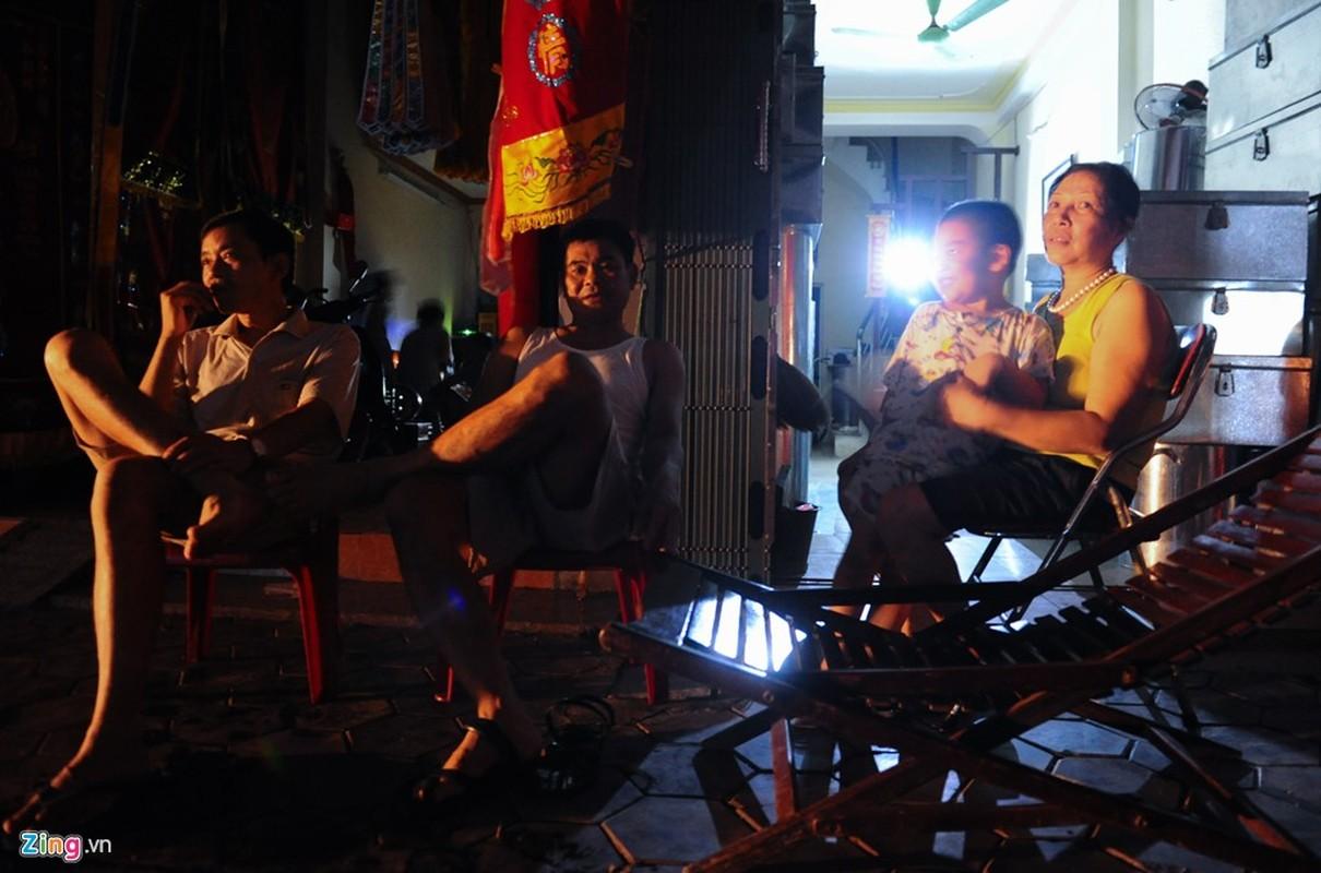 Cuoc song trong bong toi o Nam Dinh sau bao-Hinh-6