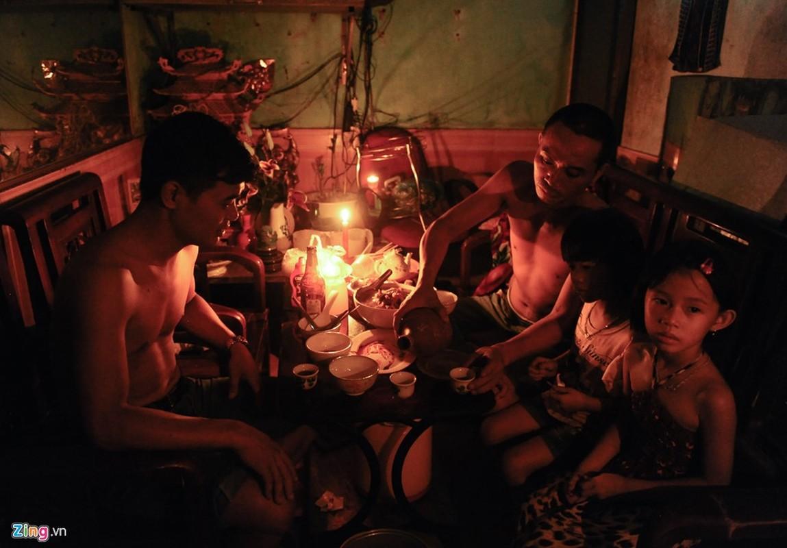 Cuoc song trong bong toi o Nam Dinh sau bao-Hinh-8