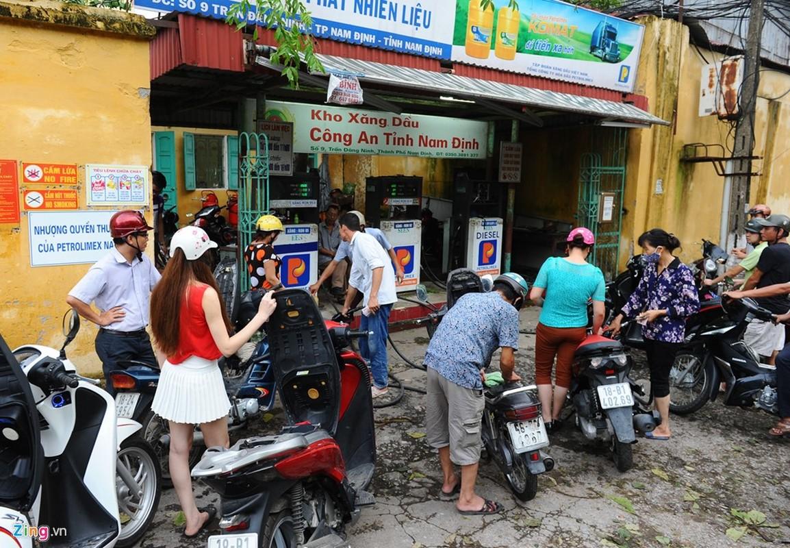 Cuoc song trong bong toi o Nam Dinh sau bao