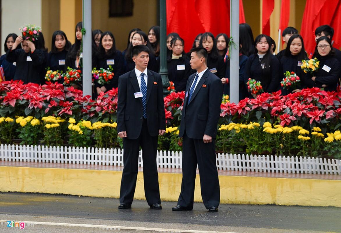 Dan can ve Trieu Tien chay bo theo xe Chu tich Kim Jong-un-Hinh-10