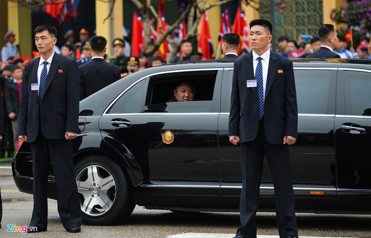 Dan can ve Trieu Tien chay bo theo xe Chu tich Kim Jong-un-Hinh-4