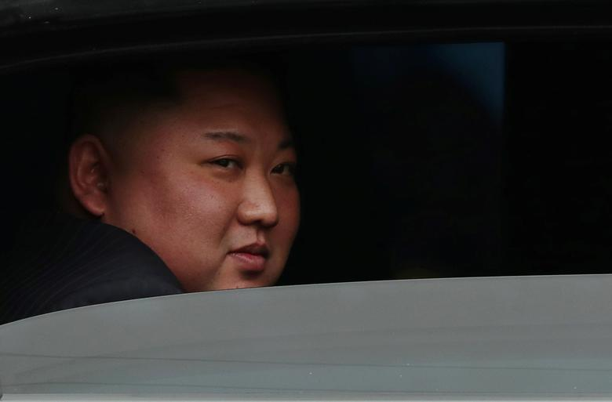 Dan can ve Trieu Tien chay bo theo xe Chu tich Kim Jong-un-Hinh-7