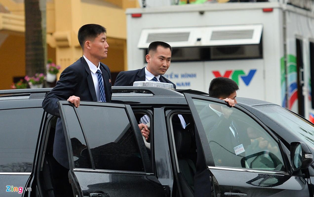 Dan can ve Trieu Tien chay bo theo xe Chu tich Kim Jong-un-Hinh-9
