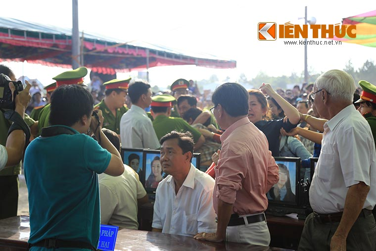 Nguoi nha nan nhan gao khoc khi nhin thay Nguyen Hai Duong-Hinh-2