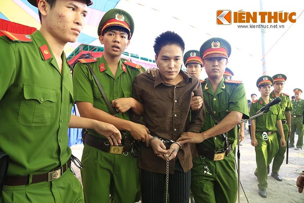 Nguoi nha nan nhan gao khoc khi nhin thay Nguyen Hai Duong-Hinh-7