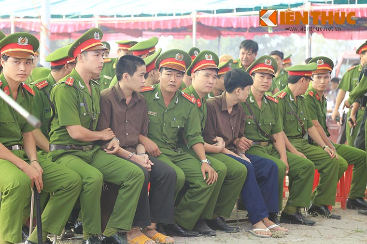 Nguoi nha nan nhan gao khoc khi nhin thay Nguyen Hai Duong-Hinh-8