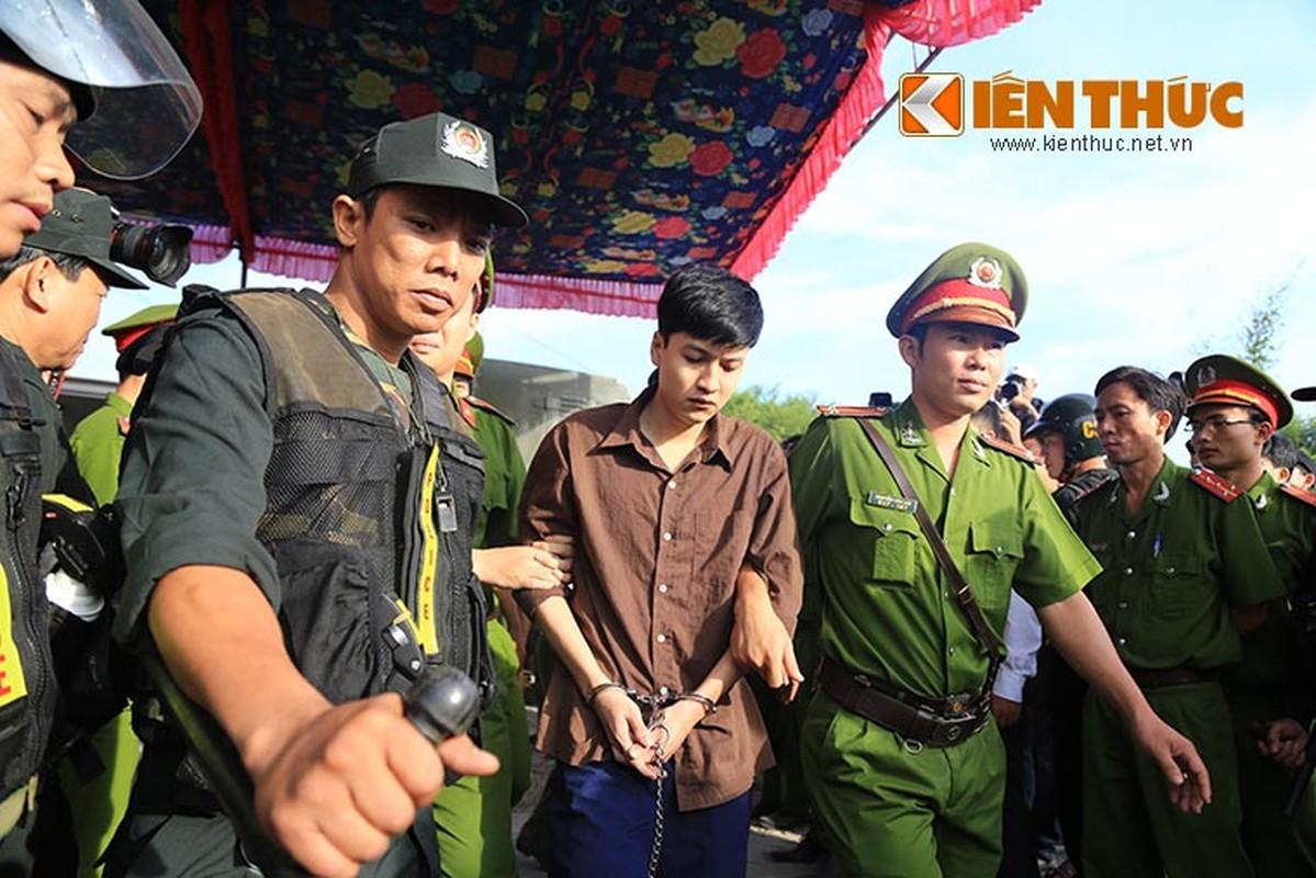 Nguoi nha nan nhan gao khoc khi nhin thay Nguyen Hai Duong