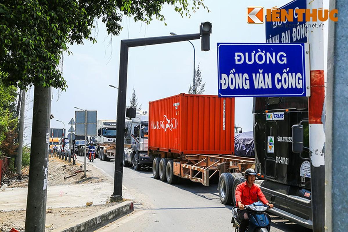 """Hang ngan phuong tien """"chon chan"""" tren duong dan cang Cat Lai-Hinh-3"""